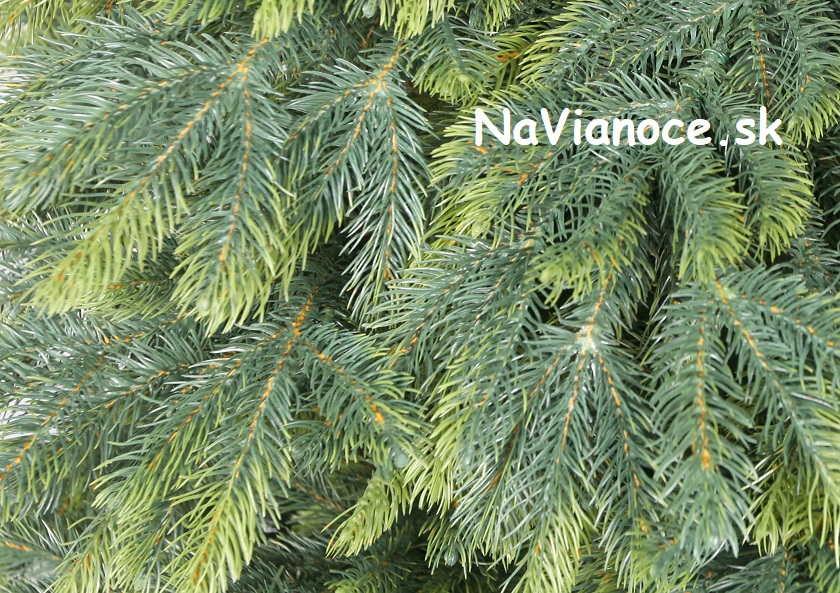 vianočný stromček celý z 3d ihličia