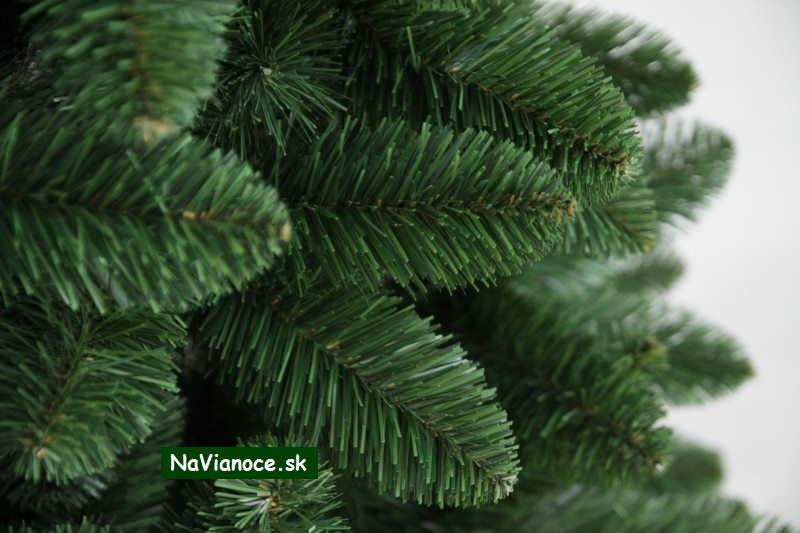 borovicové umelé zelené vianočné stromčeky klasik obyčajné ihličie