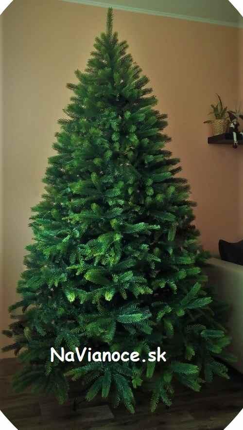 mohutný umelý vianočný stromček