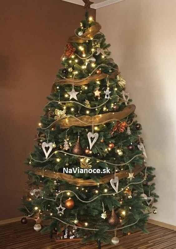 ozdobené vianočné stromčeky umelé