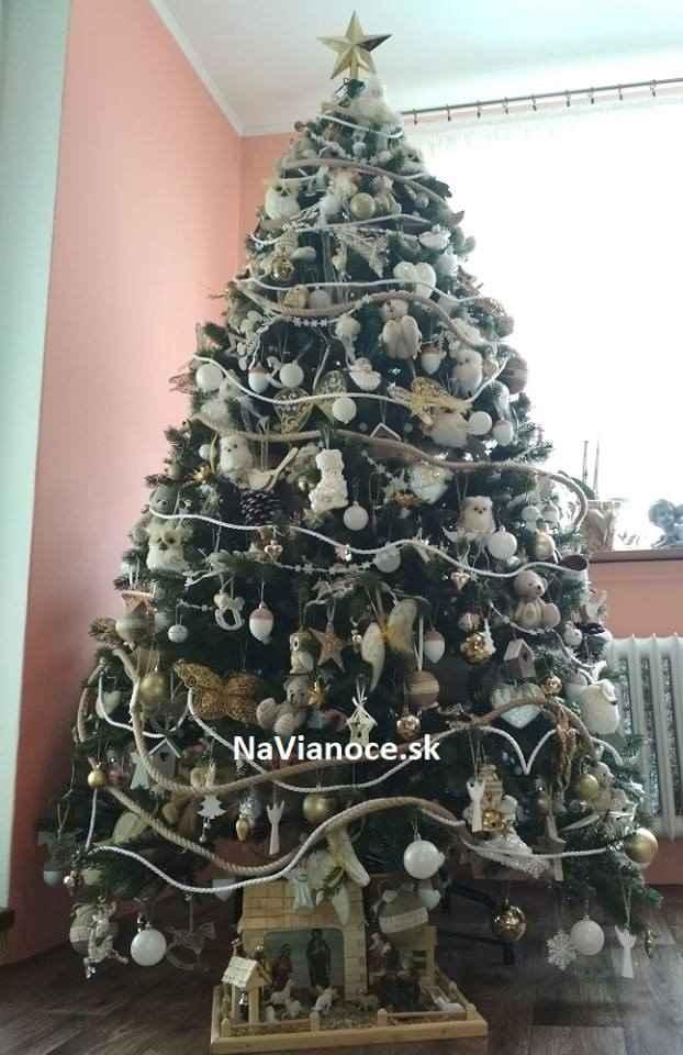 ozdobený vianočný stromček umelý