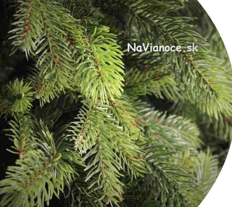 vysoké a široké 3d vianočné umelé stromceky